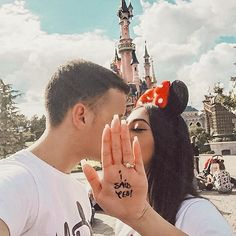 - Fashionaddict - Couple goals ❤️ By ✨. Disney World Fotos, Disney World Pictures, Cute Disney Pictures, Couple Pictures, Disney Engagement Pictures, Disneyland Couples, Disney Couples, Disneyland Photos, Disneyland Outfits
