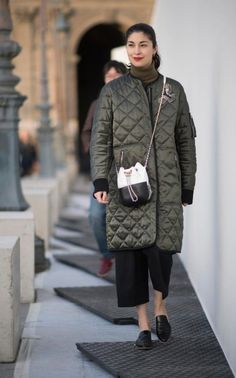 According to global fashion search platform Lyst, annual searches for 'winter coat' tend to begin in the first week of August, steadily increasing until they reach their peak around the second week of November. Smart Coat, Suit Fashion, Womens Fashion, Caroline Issa, Cashmere Jacket, Wearable Technology, Jeans And Sneakers, Haute Couture Fashion, Down Coat