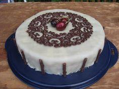 Sankt Hans kagen med chokoladepynt