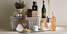 Harrod's Christmas hampers - the epitome of all that is glamorous.