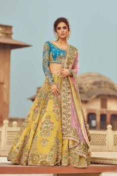 Our store offers a wide range of wedding dress for Bride, Latest Bridal Dresses and Bridal Lehenga choli for all the brides that make you look ravishing. Latest Bridal Dresses, Indian Bridal Outfits, Pakistani Wedding Dresses, Pakistani Dress Design, Indian Designer Outfits, Indian Wedding Clothes, Beautiful Pakistani Dresses, Punjabi Wedding, Indian Weddings