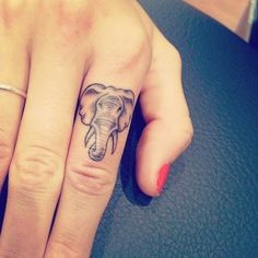 Finger Tattoos are an excellent way to show off your creative side. Wedding ring tattoos are becoming more common. Finger Tattoo Designs, Finger Tattoos, Hand Tattoos, Finger Tattoo For Women, Neue Tattoos, Small Tattoo Designs, Tattoo Designs For Women, Tattoos For Women Small, Body Art Tattoos