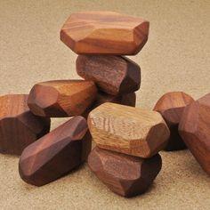 形がバラバラの 積み木 - 木と革で創作する LIFE