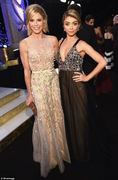 Mother-daughter duo: Sofia's Modern Family co-stars, Julie Bowen (L) and Sarah Hyland, who. Modern Family Tv Show, Modern Family Funny, Friends Merchandise Tv Show, Julie Bowen Hair, Serie Friends, Sheer Gown, Beautiful Female Celebrities, Sarah Hyland, Grunge Hair