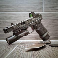 Want More Gun Control? Texture Your Grip For Better Handling Custom Glock 19, Custom Guns, Weapons Guns, Guns And Ammo, Glock Guns, 9mm Pistol, Revolvers, Shooting Range, Gun Control