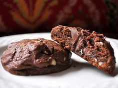 Looking for a scrumptious chocolate cookie that will tame the cocoa craving beast within? Try one of these decadent chocolate cookie recipes that will make you sigh with heavenly delight! Nutter Butter Stuffed Chocolate Cookies from Becky Bakes Köstliche Desserts, Delicious Desserts, Dessert Recipes, Yummy Food, Dream Cookies Recipe, Best Chocolate Cookie Recipe, Cookies Receta, Yummy Treats, Sweet Treats