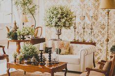 Fernando Reame elaborou uma decoração de casamento aconchegante com toque clássico. Verde, branco e madeira deram o tom do conceito.
