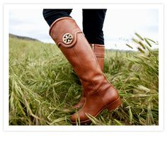 Equestrian riding boots are going to be my immediate fall shoe purchase #toryburch