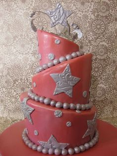 I used this tutorial to make a birthday cake. Very helpful!
