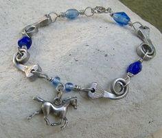 Horseshoe Art Ideas | Horseshoe Nail Bracelet | Blacksmithing & Horseshoe Art Ideas Horseshoe Nail Art, Horseshoe Crafts, Horseshoe Decorations, Horseshoe Projects, Nail Jewelry, Jewelry Crafts, Jewelery, Jewelry Ideas, Horse Jewelry