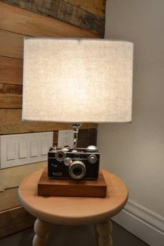 Argus camera lamp, by Hemingway and Pickett Rustic Lamps, Rustic Lighting, Cool Lighting, Lampe Steampunk, Novelty Lamps, Light Crafts, Lampshades, Interior Design Living Room, Lamp Light