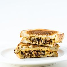 {Grilled Hummus & Caramelized Onion Sandwich} a vegan grilled sandwich without the fake cheese!