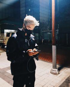 """Polubienia: 30 tys., komentarze: 528 – Yuri Park️ (@park_yury) na Instagramie: """"White 머리 가보즈아 뭐... ㅋㅋㅋㅋ"""""""