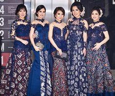 The Latest Robe Brocade Gamis Modern Batik Combination- Model Gamis Brokat Kombinasi Batik Terbaru Modern The Latest Robe Brocade Gamis Modern Batik Combination - Model Dress Kebaya, Model Dress Batik, Batik Dress, Kebaya Lace, Kebaya Brokat, Batik Kebaya, Dress Brukat, Chic Dress, Dress Batik Kombinasi