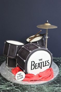 Making this for my boyfriend as a topper for his cake Drum Birthday Cakes, Cute Birthday Cakes, Music Themed Cakes, Music Cakes, Crazy Cakes, Fondant Cakes, Cupcake Cakes, 3d Cakes, Beautiful Cakes