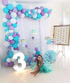 ❄ Frozen ❄ ・・・ ❄️The proud princess at her party yesterday ❄️ Styled and set up Donut wall Donuts Number 3 Balloon arch Desserts & cake Fringe wall Cake topper and snowflake toppers Frozen Balloon Decorations, Frozen Balloons, Fiesta Party Decorations, Birthday Party Decorations, Frozen Birthday Theme, Elsa Birthday, Frozen Theme Party, 4th Birthday Parties, Girl Parties