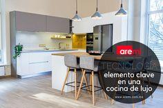 Una verdadera cocina de lujo combina la tecnología con diseño para lograr un espacio único. Table, Furniture, Home Decor, Luxury Kitchen Design, Space, Trends, Decoration Home, Room Decor, Tables