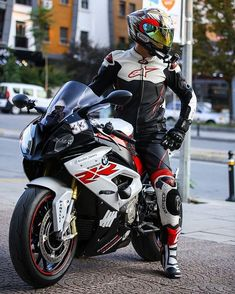 Bikers and more. Duke Motorcycle, Cb 1000, Bike Bmw, Bike Leathers, Motorcycle Photography, Bmw S1000rr, Bike Style, Super Bikes, Street Bikes
