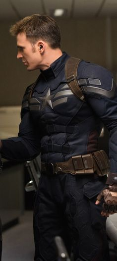"Chris Evans as Steve Rogers/Captain America in ""Captain America: The Winter Soldier. Capitan America Chris Evans, Chris Evans Captain America, Marvel Captain America, Captain America Costume, Marvel Avengers, Marvel Comics, Steve Rogers, Capitan America Winter Soldier, Sherlock"