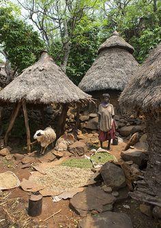 Africa | Konso house - Ethiopia