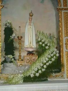 Image result for arranjos de flores para altares igrejas