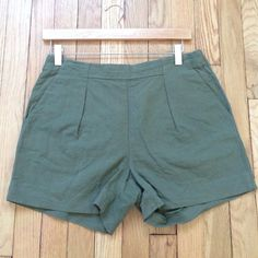 """Madewell High-waist Cotton/Linen Shorts Size 4 Madewell High-waist Olive Green Cotton/Linen Shorts with pleated front, side slash pockets, back zip and back slash pockets. Tiny unraveling on inner right leg. Size 4, 31"""" waist, 4"""" inseam, 14"""" long. Cotton/linen blend. No trades, bundle discount available! Madewell Shorts"""