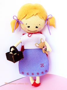 Caperucita roja y el peluche de lobo Hello Kitty, Dolls, Board, Fictional Characters, Red Riding Hood, Plushies, Hair Bows, Red, Baby Dolls