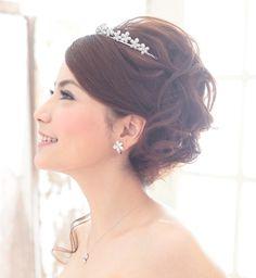 花嫁 髪型 ティアラ | 結婚式での花嫁の髪型!人気の ... Evening Hairstyles, Wedding Hairstyles, Beautiful Girl Photo, Hair Setting, Wedding Updo, Hawaii Wedding, Fashion Gallery, Hair Band, Girl Photos