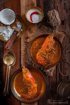 Chingri Maacher Malaikari, prawns cooked in coconut milk, is a delectable Bengali dish, without which a Bengali feast is hardly considered complete. Bangladeshi Food, Bengali Food, Fish Recipes, Indian Food Recipes, Recipies, Best Cinnamon Rolls, Desi Food, Fusion Food, Kitchen