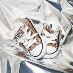 CHRISTMAS SPOILS FOR THE LITTLE ONES ❄️ #Shop the @converse All Star Low Infant in a Glitter Exclusive straight form our bio #ownit2017 #officelovesxmas