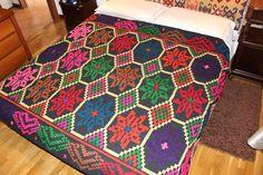 Coperta,copriletto di lana lavorata a mano,multicolore con losanghe e stelle a otto punte.220×160 di TRADIZIONALE su Etsy