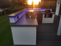 An outdoor kitchen can be an addition to your home and backyard that can completely change your style of living and entertaining. Outdoor Deck Decorating, Diy Outdoor Bar, Outdoor Living, Outdoor Decor, Outdoor Kitchen Plans, Patio Kitchen, Outdoor Kitchen Design, Backyard Bar, Backyard Landscaping