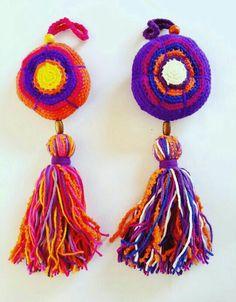 Colgante FLOR...#hechoamano  Flor tejida al crochet y borla de lana