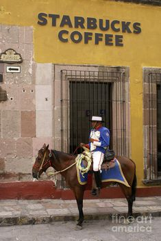 Colonial Starbucks San Miguel De Allende Mexico--SOOOOOO SAD! Wat happen to local flavor!
