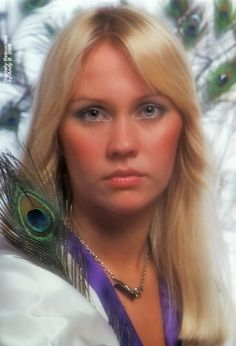 Agnetha in the fall of 1976 Sixties Makeup, Blonde Singer, Vintage Makeup Looks, Anna, Golden Girls, The Most Beautiful Girl, Female Singers, Celebs, Celebrities