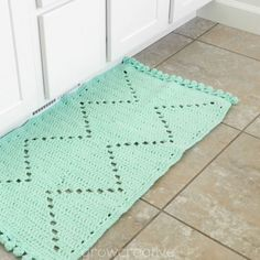 Make a boho/ aztec style rug with this free crochet pattern.