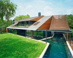 The Peninsula Residence by Bercy Chen Studio, hellingsgraad van 15° en van 30° en toch geen dakkapel, masterbedroom met balkon