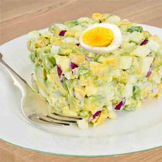 Receta de Ensaladilla de aguacate y huevo With this avocado and hard boiled egg salad recipe you can easily prepare a festive and special entree. My Recipes, Cooking Recipes, Salty Foods, Mexican Cooking, Potato Salad, Egg Salad, Tapas, Curry, Healthy Life