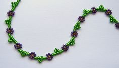 Classic Daisy Chain Tutorial  An Easy Technique - using seed beads. Also links to other seed bead tutorials I am definitely checking out.