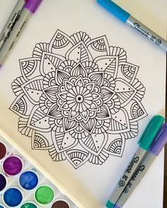 Dibujos zentangle art, mandalas blanco y negro, efectos de pintura, arte ga Doodle Patterns, Zentangle Patterns, Mosaic Patterns, Painting Patterns, Doodle Borders, Doodle Art Journals, Drawing Journal, Doodle Art Drawing, Mandala Drawing
