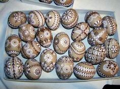 Kraslice Cool Easter Eggs, Ukrainian Easter Eggs, Easter Art, Easter Crafts, Easter Egg Pattern, Egg Tree, Egg Designs, Egg Decorating, Decoration