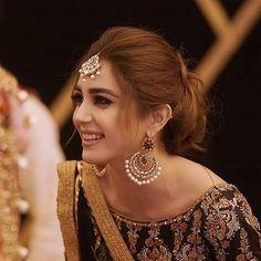 bridal jewelry for the radiant bride Bridal Hair Buns, Bridal Hairdo, My Hairstyle, Bun Hairstyles, Bridal Looks, Wedding Looks, Desi Wedding, Wedding Dress, Lehenga Hairstyles