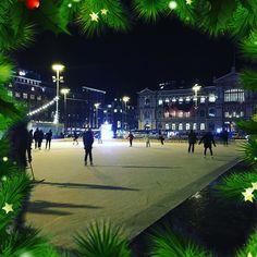 La magia di pattinare sul ghiaccio! #iceskating #ice #cold #city #milan #milano #january #2ndjanuary #gennaio #2gennaio #freddo #winter #inverno #festivita #igersmilano #christmas #natale #waitingforepiphany #team #agencylife #womboit