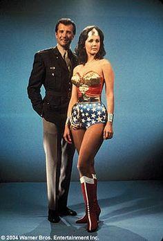 Exposición de arte: Actrices que representaron a Wonder Woman y Wonder girl