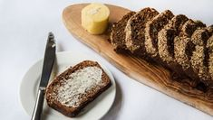 Delicious with smoked salmon, or just slathered with butter. Armenian Recipes, Irish Recipes, Wine Recipes, Bread Recipes, Baking Recipes, Armenian Food, Guiness Bread, Good Food, Yummy Food