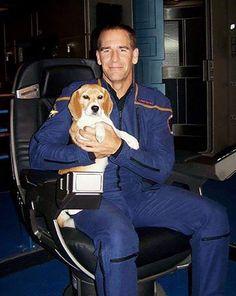 Captain Archer and Porthos, on the bridge of the Enterprise, NX-01. Star Trek Tv Series, Star Trek Captains, Enterprise Nx 01, Star Trek Enterprise, Star Trek Images, Star Trek Universe, Love Stars, Akira, Star Wars