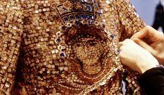 I mosaici di Dolce & Gabbana.  Mosaici bizantini, pizzo e Sant'Agata nelle proposte donna D