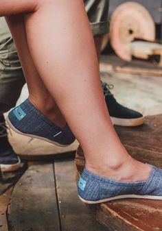 chambray blue toms
