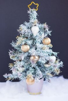 Thrifty DIY: How to Paint an Artifical Christmas Tree