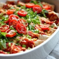 Enchiladas are always hit with a crowd. They're super easy to make and customize for all kinds of diets, and the prep work is pretty minimal too. You can shred up leftover chicken or Mexican Dishes, Mexican Food Recipes, Dinner Recipes, Healthy Recipes, Cheesy Enchiladas, Bean Enchiladas, Lamb Recipes, Chicken Recipes, Super Shred Diet